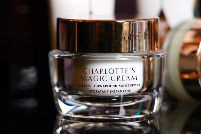 charlotte tilbury The Book of Magic Make-Up